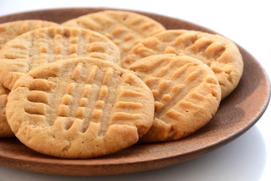 Peanut cookies with sugar