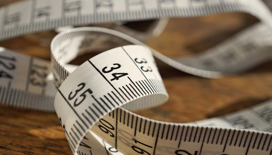 Tape measure for measuring metres and feet